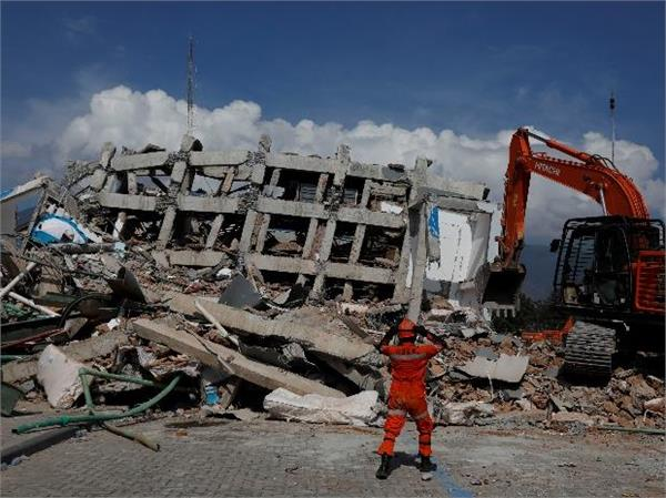 indonesia at least 5000 people missing from earthquake