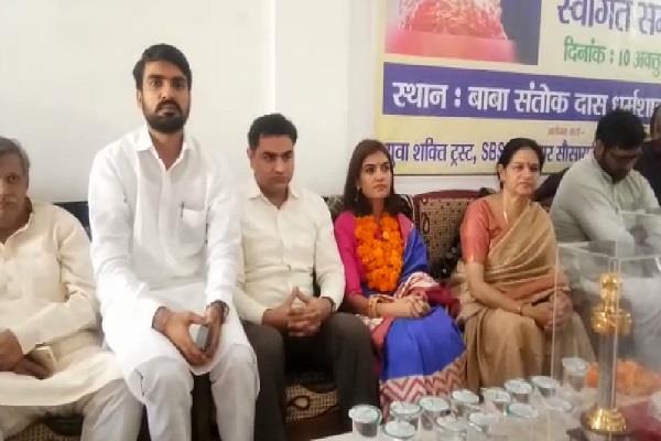 mrs india world wide champion saroj mann welcomes warm