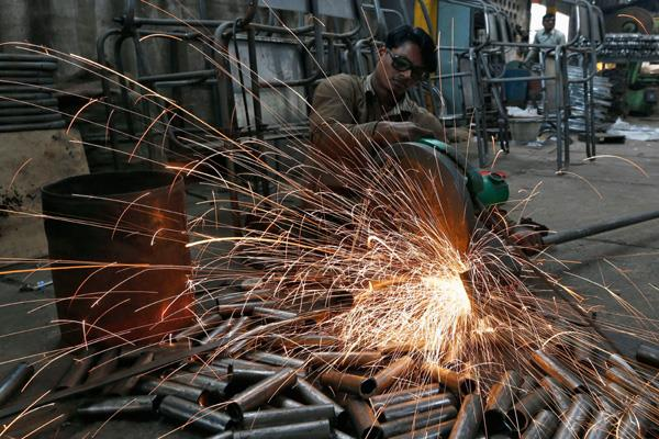 core sector growth slows down to 4 month low of 4 3pc in sept