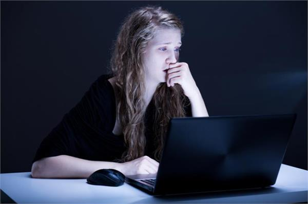 un report says teen kid are victim of internet bullying