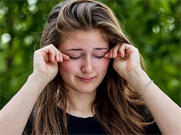 आंखें हो जाती हैं जल्दी ड्राई तो काम आएंगे ये घरेलू उपाय - Nari -  home-remedies-for-dry-eyes - Nari Punjab Kesari