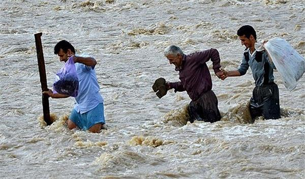 heavy rain causes flood in iran  7 killed