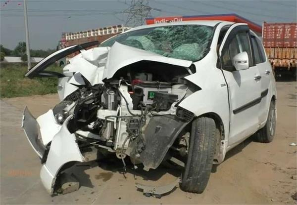 speedy car collides with dividers