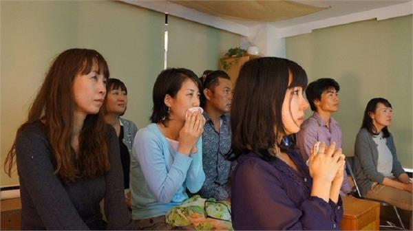रोने से दूर होता है डिप्रेशन, जापान में दी जा रही हैं इसकी स्पेशल ट्रेनिंग