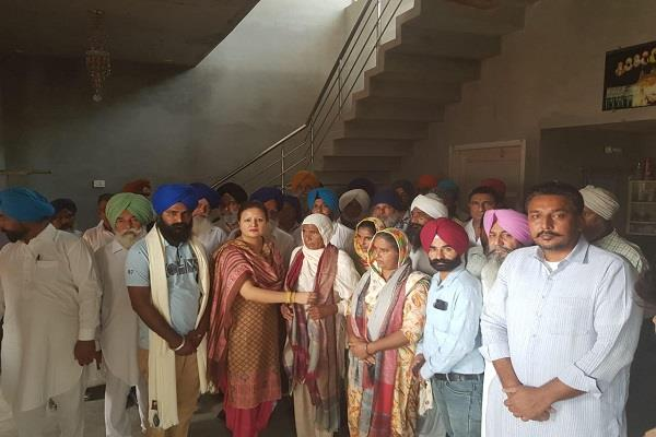 photos of the martyrs of central sikh ajaib should be put in place said nimisha