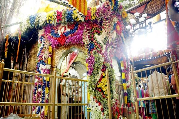 restrictions on selfie in chintpurni temple complex