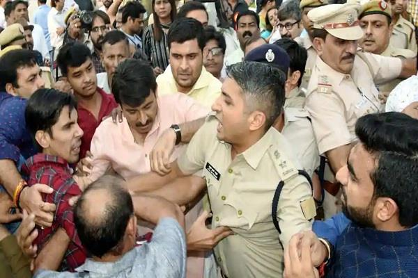 signature bridge dispute delhi bjp president filed fir