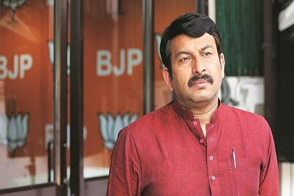 dissent in delhi bjp manoj tiwari sent notice to his own party mp bidhudi