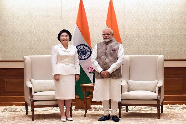 south korea s first woman meets prime minister