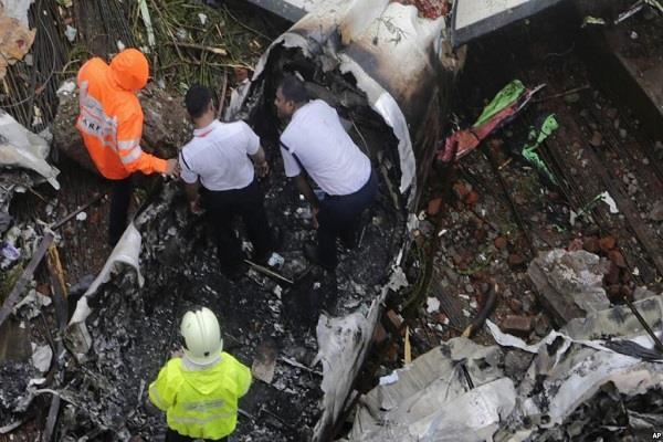 zimbabwe 5 people die in plane crash