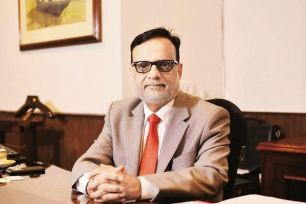 hasmukh adhia may be rbi governors