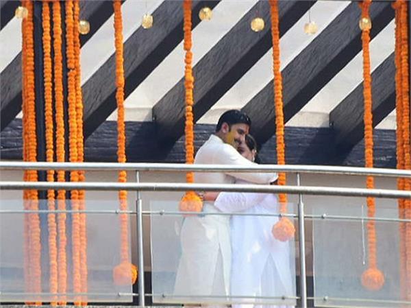 Deepveer Wedding: शुरू हुई शादी की रस्में, रणवीर को लगी हल्दी