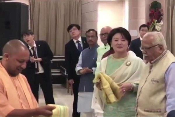 lucknow uttar pradesh hindi news cm yogi kim jong suk