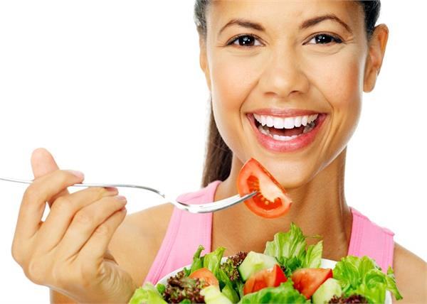 ग्लोइंग स्किन के लिए जरूर फॉलो करें ये 5 बेसिक Diet Rules