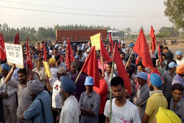 workers protested against non payment of bonus