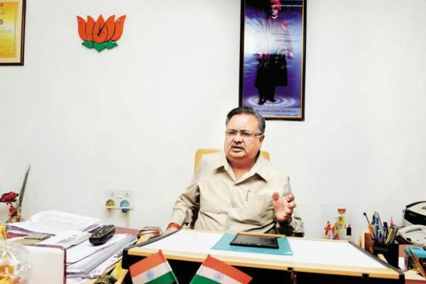 congress has been addicted to axing on its feet raman singh