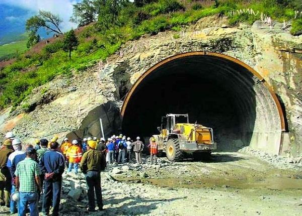231 laborers rescue through tunnel in lahaul