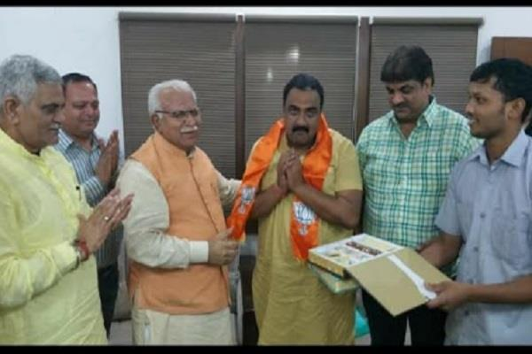 krishna mitha son of late mla harichand joins bjp