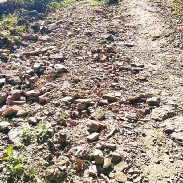 upper barot vadoi road has become in khadad for 6 months