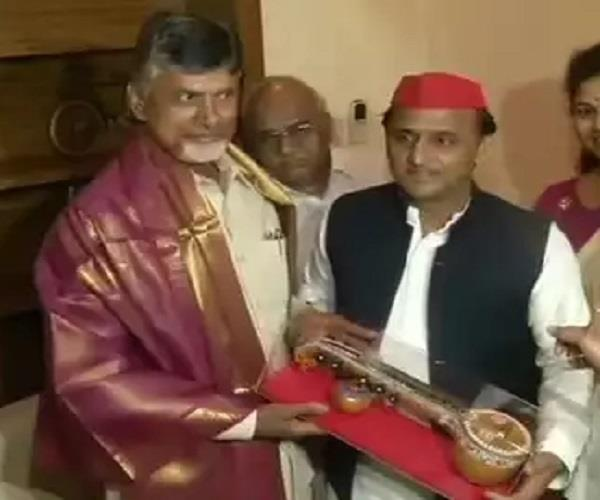 mission 201 9 tdp chief chandrababu naidu meets akhilesh