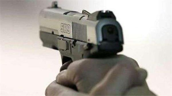unknowingly badmash two lakh robbers shot dead in youth