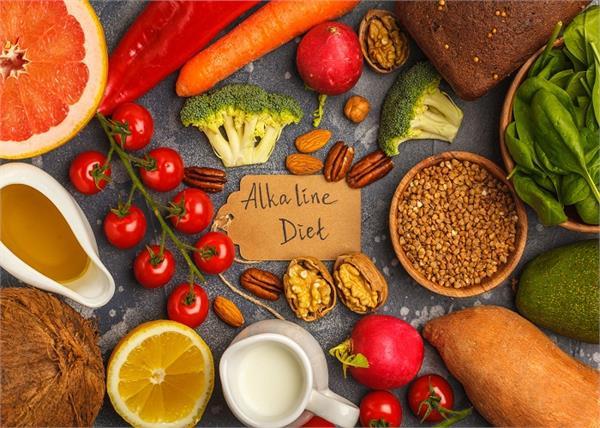 शरीर के पीएच स्तर को बैलेंस रखती है Alkaline Diet, जानें इसके फायदे