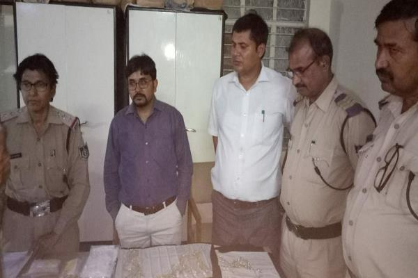 60 lakh gold found in a car during checking