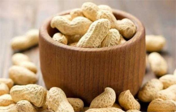 पीरियड्स के दिनों में होता है तेज दर्द तो जरूर खाएं गुड़-मूंगफली