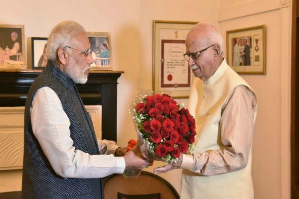 modi congratulates advani on birthday