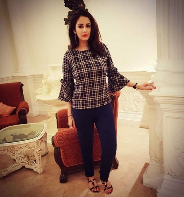 chahatt khanna makes allegations against husband