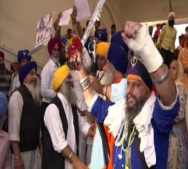 protest against giani harpreet singh