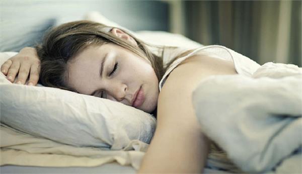 औरत को चाहिए पुरुष से ज्यादा आराम, जानिए इसकी 5 वजहें