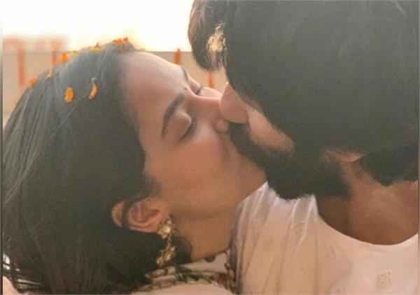 shahid and mira get trolled over kissing photo on diwali
