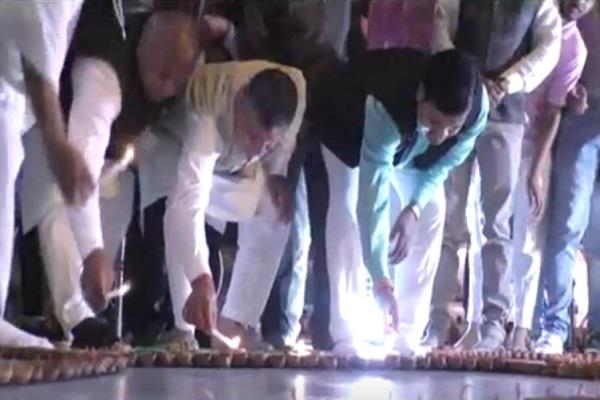 21 thousand lamps burned on the eve of guru nanak dev prakashasav
