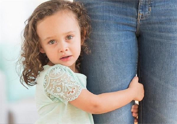 बच्चे की सुरक्षा है बहुत जरूरी, इन 6 तरीकों से करवाएं अजनबियों की पहचान