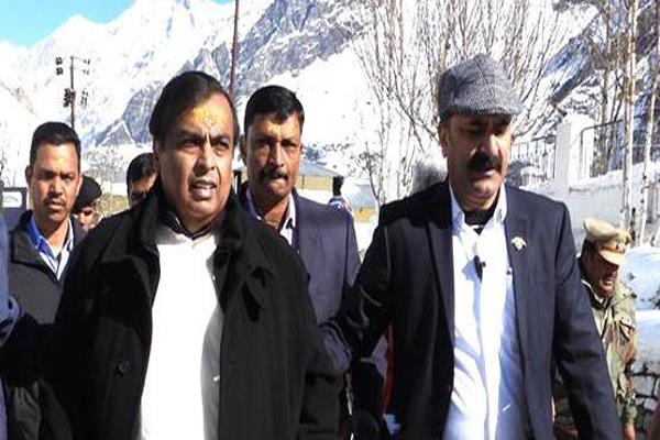 mukesh ambani invites badi kedarnath to marry isha s wedding
