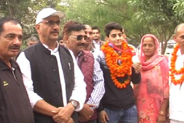 sonia returns to bhiwani with silver medal in world boxing championship