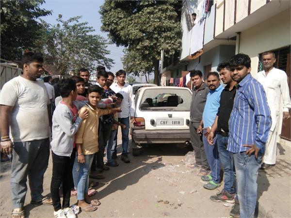 12 car glass broke on diwali