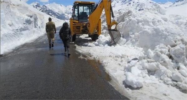 leh mughal road close for traffic