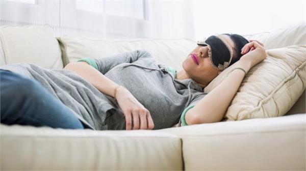 क्या आपको भी है दोपहर के समय सोने की आदत ? जान लें इसके Fact