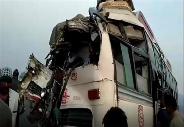 2 dead in bus and truck collision