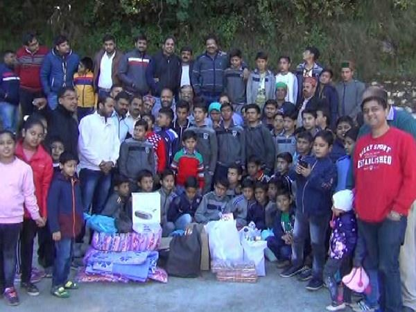 yuva agarwal sabha celebrates diwali with orphans children