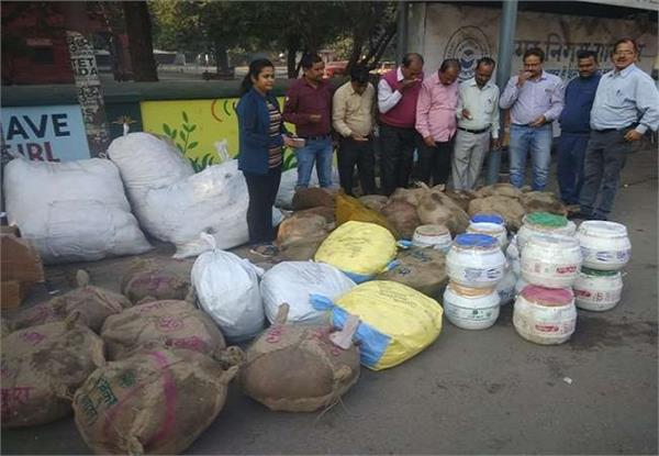 huge quantity of fake khova and rasgulla recovered
