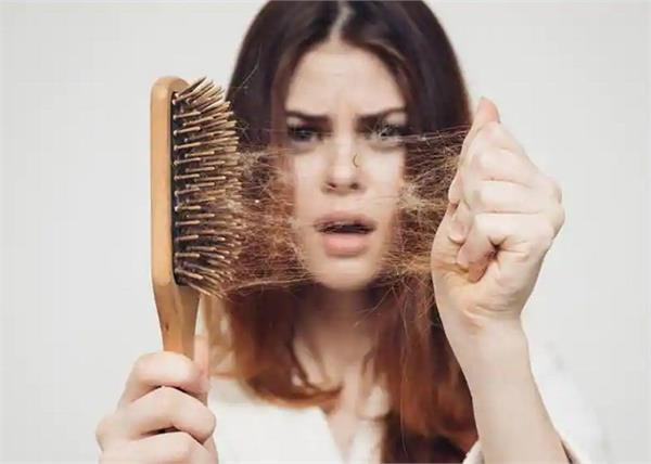आपकी 7 कॉमन गलतियां ही पहुंचाती है बालों को नुकसान