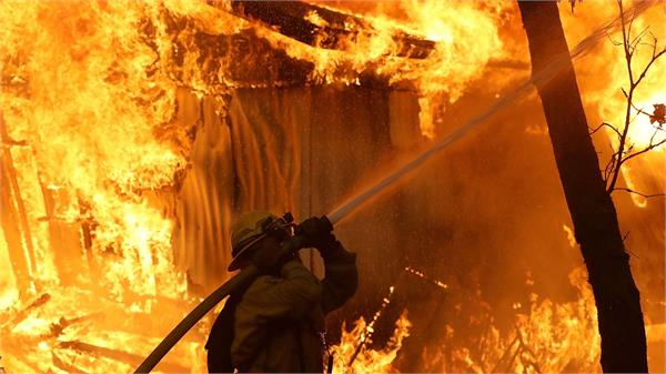 california wildfires 9 dead and more than 150 000 evacuated