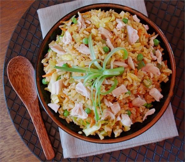 लंच या डिनर में बनाएं रेस्ट्रोरेंट जैसे Nutty Fried Rice