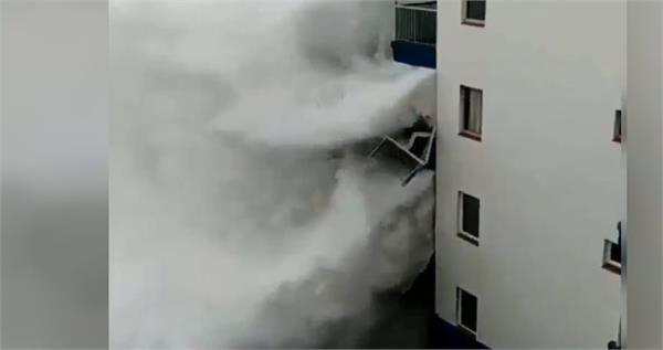 sea waves sweep away the balcony of the apartment