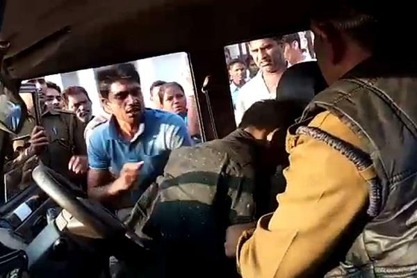 murder in front of police