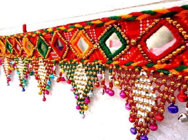 Toran Decoration: मेन गेट पर ही क्यों लगाया जाता है तोरण?
