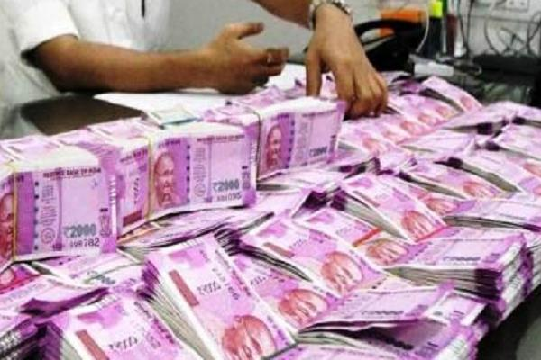 mp election police recovered lakhs of rupees from cars